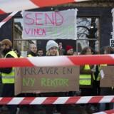Eleverne blokerer fredag morgen Den Danske Filmskole i København og nedlægger undervisningen. De kræver, at rektor Vinca Wiedemann bliver afsat.