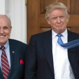 Donald Trump og hans personlige advokat, den tidligere borgmester i New York, Rudy Giuliani, har hovedrollerne i den rigsretssag, som Demokraterne forsøger at bygge imod præsidenten for embedsmisbrug.