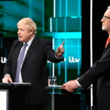 De britiske vælgere fik tirsdag aften et uvant syn med de to kandidater til premierministerposten, Boris Johnson (tv.) og Jeremy Corbyn, i en direkte TV-debat.