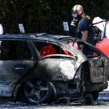 »Den politiske fortrængning af den svenske ulykke nåede et nyt højdepunkt søndag aften,« skriver Torben Steno om statsminister Stefa Löfvens forklaring på eksplosioner og kriminalitet i Sverige. På billedet en udbrændt bil i Malmø, august 2019. Johan NIlsson/TT News Agency