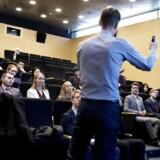 »Det, som de studerende bl.a. påpeger, er, at de undervises i teorier om penge og bankvirksomhed, som er ude af trit med virkeligheden og derfor afvises af de praktikere, der rent faktisk arbejder i banksektoren,« skriver Rasmus Hougaard Nielsen. (Foto: Liselotte Sabroe/Ritzau Scanpix)