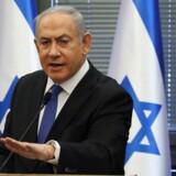 Fungerende premierminister, Benjamin Netanyahu, tiltales i en række sager om korruption.