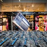 På fredag holder mange butikker ekstraordinært åbent med store besparelser i forbindelse med Black Friday. Sidste år omsatte danskerne for 1.942 millioner kroner. Arkivfoto: Asger Ladefoged