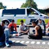 Vandrende migranter spærrede den sønderjyske motorvej i september 2015. Størrelsen på de offentlige ydelser har en betydning for, hvor flygtninge og indvandrere søger hen, viser nyt studie.