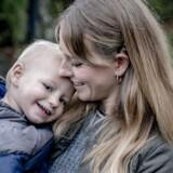 Amalie Bøggild Schmidt fra Dyssegård afleverer en glad dreng om morgen og henter en glad dreng om eftermiddagen. Og når lille Finn er glad, er forældrene også glade for at aflevere ham.