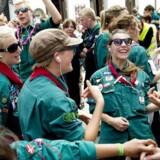 At spejderkorpset »De Grønne Pigespejdere« dropper duelighedsmærkerne, er et eksempel på, at vi bevæger os væk fra en meritokratisk orden, mener Eva Selsing.