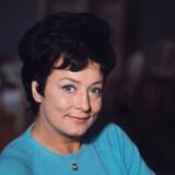 Lily Broberg – folkelig og fin. En suveræn underholder, der spændte fra klassikere på det Kongelige Teater til blokvognen på en markedsplads.
