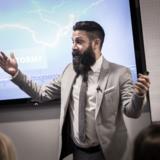 William Atak vejleder til dagligt virksomheder i, hvordan de undgår shitstorme og håndterer dem, når de opstår.