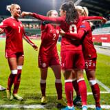 Kvindelige fodboldspillere tjener markant mindre end deres mandlige kolleger. Det samme gør sig gældende i mange andre brancher.