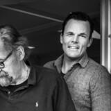 Det umage makkerpar, Ole Fogh Kirkeby (th.) og Kristian Groth, vil tage landets elite med på en dannelsesrejse.