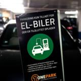 Elbiler skal ombygges til at kunne køre på biobrændsel, lyder det fra den danske startup Blue World Technologies.