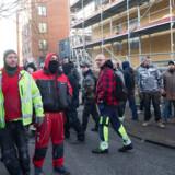 Ifølge Donatos Aleksandravicius, direktør for DS Byggeri ApS, der står bag byggeriet på Nørrebro, handler det hverken om social dumping eller usikre stilladser – demonstranterne på billedet her er sure over, at han er udlænding, mener han.