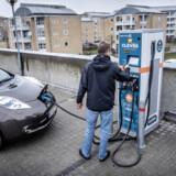 Det kommer til at koste statskassen 100 millioner kroner, at afgifterne på elbiler ikke stiger som planlagt næste år. (Arkivfoto) Thomas Lekfeldt/Ritzau Scanpix