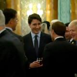 Mark Rutte, Emmanuel Macron, Boris Johnson og Justin Trudeau med smil på læberne.