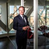 Adm. direktør i Dansk Industri, Lars Sandahl Sørensen, håber at kunne få flere kvinder til tops i dans erhvervsliv gennem en længere øremærket barselsorlov til mænd.