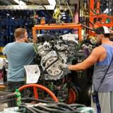 Afslutningen på en stor strejke hos General Motors var med til at løfte jobvæksten i USA. Signalerne fra arbejdsmarkedet er fortsat moderat pæne.
