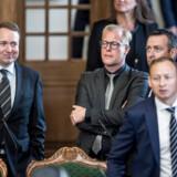 Michael Aastrup Jensen (V), som ses til venstre, er forundret over, at den amerikanske ambassadør Carla Sands har nedlagt veto mod en taler, hun kalder for Trump-kritisk. Talen skulle være holdt på en international NATO-konferende på Frederiksberg tirsdag 10. december, men konferencen er nu aflyst.