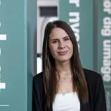 Isabella Weidner arbejder med kundeservice i et callcenter i teleselskabet »3«. Hun sætter stor pris på, at ledelsen har valgt at evaluere deres medarbejdere på en helt ny og opsigtsvækkende måde. PR-foto: Carsten Andersen