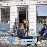 Pasteur ligger på hjørnet, hvor Trianglen møder Blegdamsvej, og der har der været lang tradition for udendørsservering, også inden Pasteur kom til.