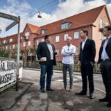 Boligminister Kaare Dybvad Bek er her på besøg i Den Sønderjyske By på Frederiksberg, som kapitalfonden Blackstone forsøgte at købe.