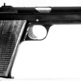 En aften i marts stjal en livgarder en 9-millitmeter Neuhausen-pistol fra sin arbejdsplads på Høvelte Kaserne. Otte timer senere dræbte han sin rival med tre skud fra pistolen. Sagen har fået Forsvaret til at skærpe sikkerheden for adgang til våben.(Arkivfoto). Nf/Ritzau Scanpix