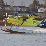 Verdens første elektriske fly er lettet fra vandet i Vancouver. Den gule vandflyver, der udstyret med en elektrisk motor, kan flyve 160 kilometer ad gangen.