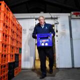 Boris Johnson kørte onsdag i de mørke morgentimer ud som mælkemand i Yorkshire. Men det gik ikke helt efter planen ...