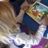 »Har vi satset på, at børn og unges grundlæggende behov nok blev sikret af et swipe, like eller endnu et fængende spildesign?« spørger Anette Prehn.