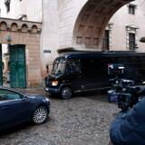Politiopbud og presse ved dommervagten i Københavns byret i København, torsdag den 12. december 2019. 20 personer er blevet anholdt, og 20 adresser er blevet ransaget onsdag i forbindelse med en større antiterroraktion. Torsdag fremstilles de anholdte i grundlovsforhør.