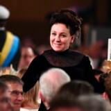 I begrundelsen for valget af Olga Tokarczuk til Nobelprismodtager fremhævede Det Svenske Akademi hendes narrative fantasi, »forenet med en encyklopædisk lidenskab, hvor krydsende grænser repræsenterer en form for liv«. Her er hun fotograferet ved Nobelpanketten 10. december på Stockholms Rådhus.