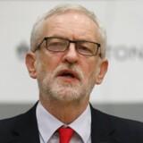 Labour leder Jeremy Corbyn melder sin afgang efter et skuffende valg.