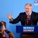 »I årevis måtte det britiske folk lytte til ævl og kævl og leve under et handlingslammet parlament og domstole, der knægtede den politiske proces. Men det lykkedes for Boris Johnson at spørge folket direkte, og han fik da sit overvældende mandat,« skriver Kasper Støvring. (Photo by DANIEL LEAL-OLIVAS / AFP)