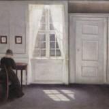 Sådan kender vi bedst Vilhelm Hammershøis malerier. De lyse stuer i hjemmet på Christianshavn. Dette billede, der tilhører Statens Museum for Kunst, hedder »Stue i Strandgade med solskin på gulvet« og er fra 1901.