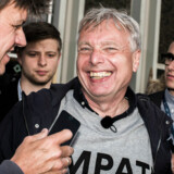 Selv de største smil syntes ikke store nok, da Uffe Elbæk og Alternativet stormede i Folketinget ved folketingsvalget i 2015. Godt seks år efter partiets tilblivelse har Elbæk nu meddelt sin snarlige afgang som politisk leder.