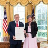 Præsident Trump mødte Lone Wisborg første gang i Det Ovale Værelse umiddelbart efter sin ankomst til Washington i april, hvor hun overbragte sit akkrediteringsbrev og en hilsen fra dronning Margrethe, som det er kutyme. Donald Trump gengældte og sendte en hilsen til Dronningen.