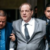Harvey Weinstein forlader retten i New York 6. december.