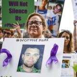 Familien bag selskabet Purdue Pharma er under anklage for at have forårsaget en national krise i USA, hvor tusindvis af amerikanere hvert år dør af overdoser efter indtag af smertestillende medicin.