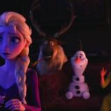 Selv om Elsa er faldet til ro som dronning, mangler hun stadig at forstå, hvor hendes kræfter kommer fra. Det sender hende og søsteren, Anna, ud på et større eventyr i »Frost 2«, der følger op på den gigantiske Disney-succes, der ramte universet i 2013.
