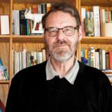 Lektor emeritus Michael Svendsen Pedersen slår til lyd for, at forskellige instanser arbejder sammen for at klæde flygtninge og invandrere på til jobmarkedet fremfor at løse hver deres opgave uden tanke på sammenhængen.