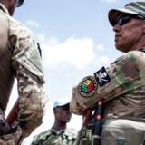 I Den Centralafrikanske Republik er det officielt det lovlige russiske sikkerhedsselskab Sewa Security, der træner landets styrker. Reelt menes det dog at være lejesoldater fra det ulovlige militærselskab Wagner, der gemmer sig bag uniformerne.