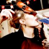 Ifølge en ny EU-rapport ligger både unge og voksne danskere på en klar førsteplads i den drukdisciplin, hvor man indtager store mængder alkohol på én gang. 37 procent af de voksne danskere tilkendegiver således, at de har et »regelmæssigt stort alkoholforbrug«, hvilket er næsten det dobbelte af EU-gennemsnittet på 20 procent. Blandt unge tilkendegiver mere end halvdelen af de 15-16-årige drenge og piger, at de mindst én gang i løbet af den seneste måned havde drukket kraftigt – fem genstande eller flere – hvilket er den højeste andel blandt alle EU-landene.