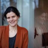 Dina Revsgaard arbejder på at blive økonomisk uafhængig. Hun er inspireret af Pernille Wahlgren, der har investeret så meget i aktier, at hun kunne gå på pension som 44-årig.