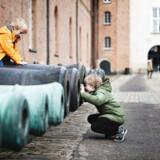 Krig er ikke for børn – og børn skal nok have en vis alder for at få udbytte og indsigt af at besøge Krigsmuseet, der tidligere hed Tøjhusmuseet. Navneændringen skete for at skabe ny opmærksomhed om samlingen af våben, uniformer og modeller over søslag. Det lykkedes.