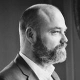 Anders Holch Povlsen fik i en ung alder som 28 årig overdraget familiedepechen i Bestseller. Siden har han ikke set sig tilbage. Her i en ikonisk positur på et foto fra 2015.