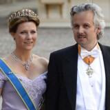 Prinsesse Märtha Louise og Ari Behn ankommer til brylluppet mellem svenske prinsesse Madeleine og Christopher O'Neill.