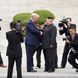 USAs præsident Trump trådte i juli kortvarigt ind over grænsen til Nordkorea sammen med Kim Jong-un. Nu er der en »gave« på vej fra Nordkorea til USA, men mange frygter, at det er en gave af en temmelig kontant karakter – muligvis en test af et langdistancemissil.