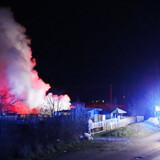 OBS Videostillbillede, lav opløsning. Ved slukningen af en ildebrand i Brøndby Strand blev brandvæsnet søndag morgen den 29. december 2019 beskudt med fyrværkeri. En brandmand blev kørt til behandling. Det skriver Ritzau, søndag den 29. december 2019.. (Foto: presse-fotos.dk/Ritzau Scanpix)