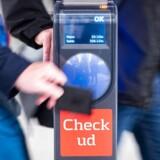 »Se at få luget ud i de fejl, som plager kortet hist og her – og sørg for, at brugerne ikke får en uvelkommen ekstraregning, fordi rejsekortet udløber efter et antal år,« skriver Pia Kjærsgaard (DF).