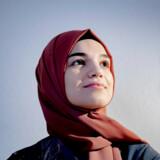 Büsra Koyuncu, som er uddannet i dansk og kunsthistorie, er en af de kvinder, som regeringen satser på at få i arbejde. Men hun frygter, at hendes etniske baggrund bremser hendes muligheder for at komme i job.