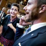 SF-formand Pia Olsen Dyhr og Venstre-formand Jakob Ellemann-Jensen fulgte med, da statsminister Mette Frederiksen (S) onsdag holdt sin første nytårstale.